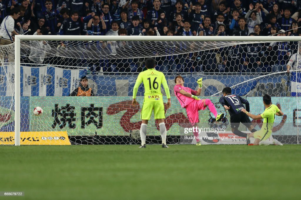 Yasuyuki Konno (2nd R) of Gamba Osaka heads the ball to score the opening goal during the J.League J1 match between Gamba Osaka and Urawa Red Diamonds at Suita City Football Stadium on March 19, 2017 in Suita, Osaka, Japan.