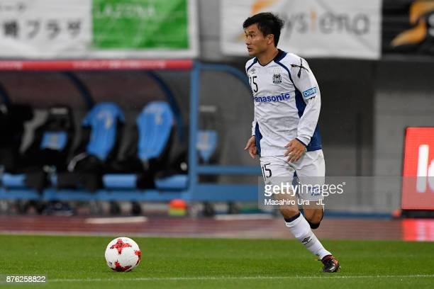 Yasuyuki Konno of Gamba Osaka in action during the JLeague J1 match between Kawasaki Frontale and Gamba Osaka at Todoroki Stadium on November 18 2017...