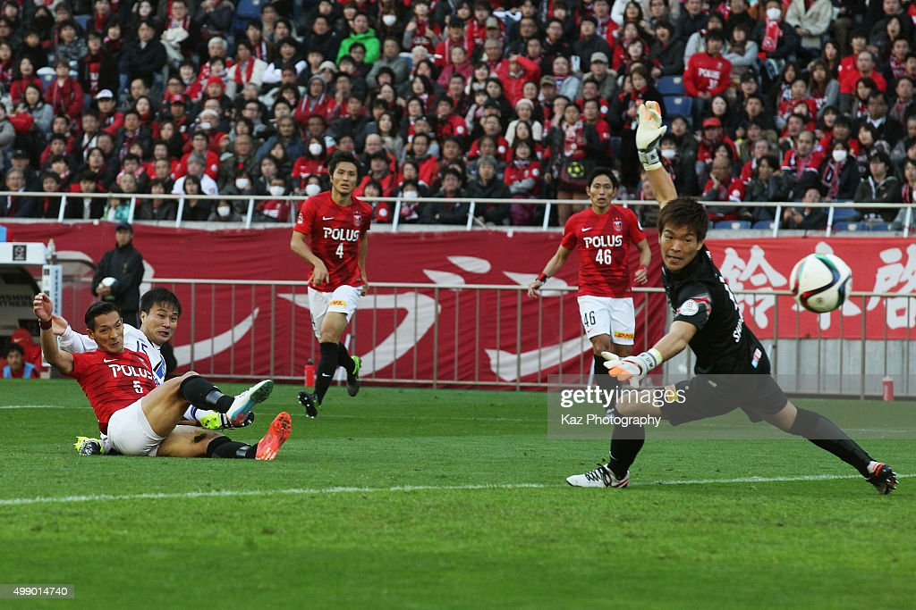 Urawa Red Diamonds v Gamba Osaka - J.League 2015 Championship Semi Final
