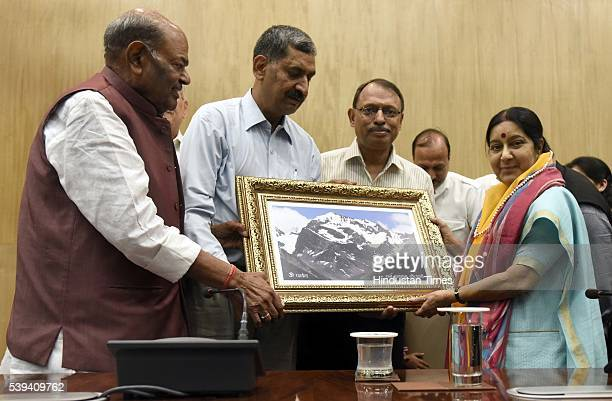 Yatris present a portrait of Kalish Manasarover to the External Affairs Minister Sushma Swaraj during the flag off of first batch of Kailash...