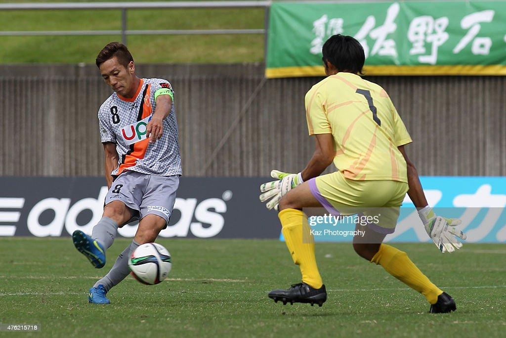 Yatsunori Shimaya of Fujieda shoots at goal during the J.League third division match between Fujieda MYFC and Renofa Yamaguchi at Fujieda Stadium on June 7, 2015 in Fujieda, Shizuoka, Japan.