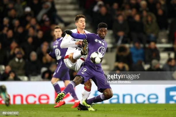 Yaya Sanogo of Toulouse and Theo Pellenard of Bordeaux during the french League Cup match Round of 16 between Toulouse and Bordeaux on December 12...