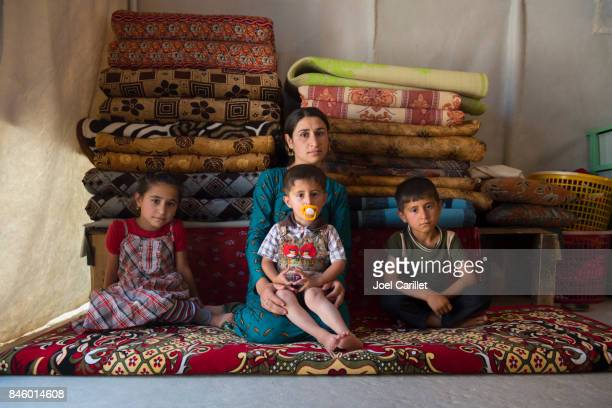 yazidi mother and children in idp camp - isil militant group stock pictures, royalty-free photos & images