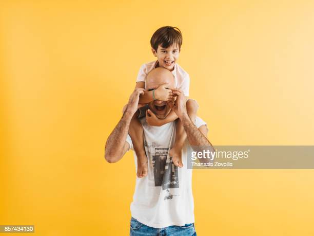 6 year old boy playing with his father - estúdio imagens e fotografias de stock