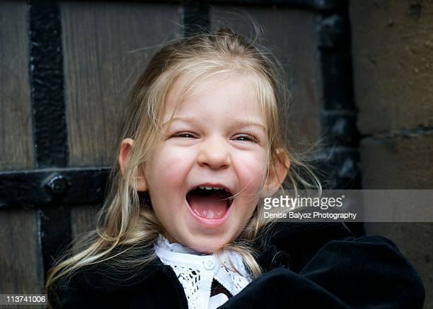 2-3 year old girl laughs with wide open mouth - girls open mouth stockfoto's en -beelden