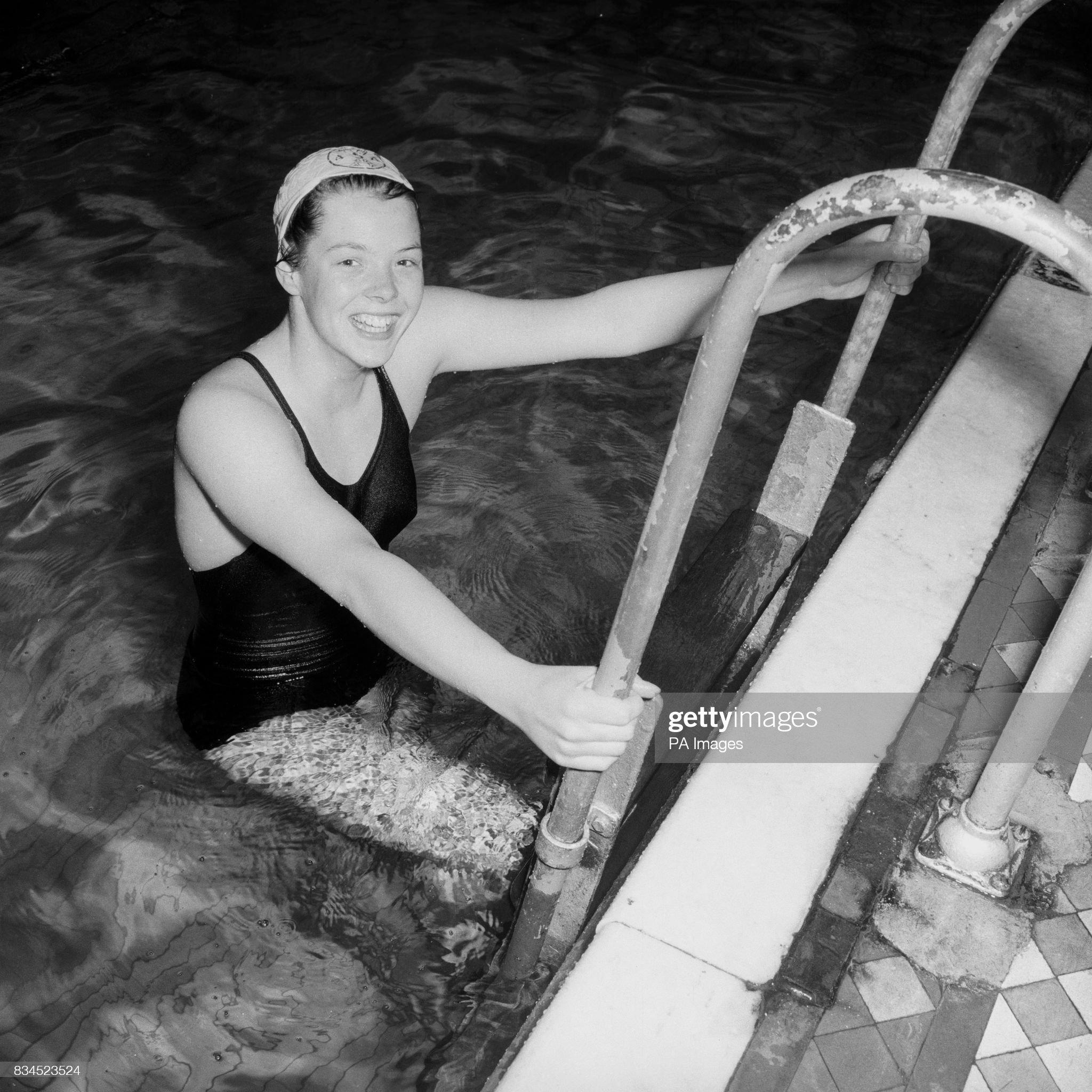 Swimming - Melbourne Olympic Games 1956 : Fotografía de noticias