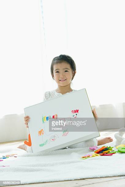 6 year old little girl who draws picture