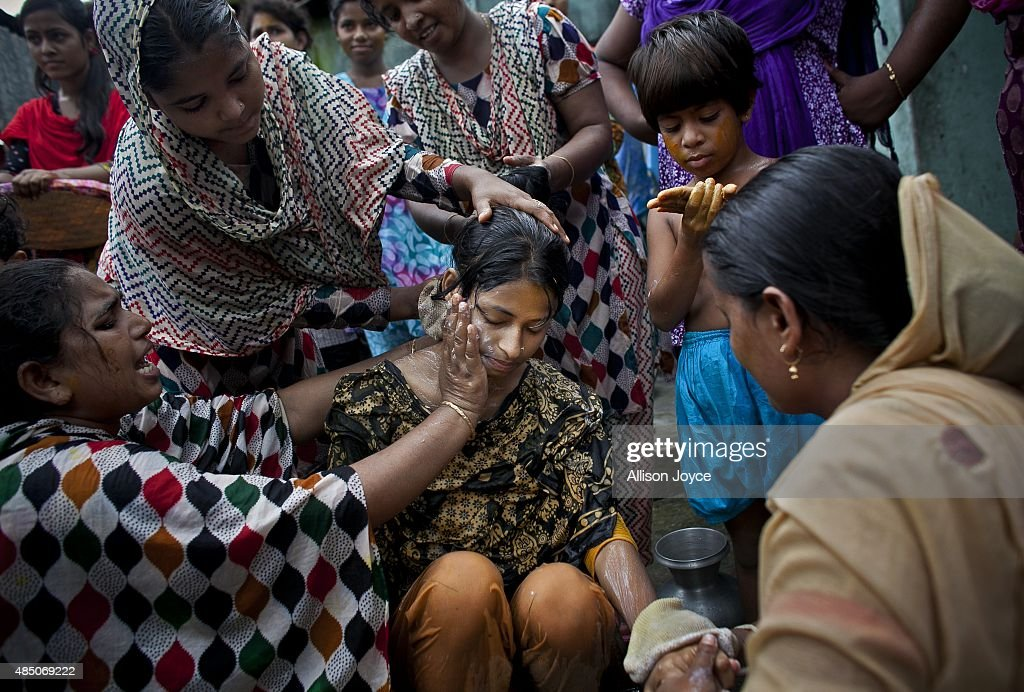 15 Year Old Nasoin Akhter Is Bathed On The Day Of Her Wedding To A 32