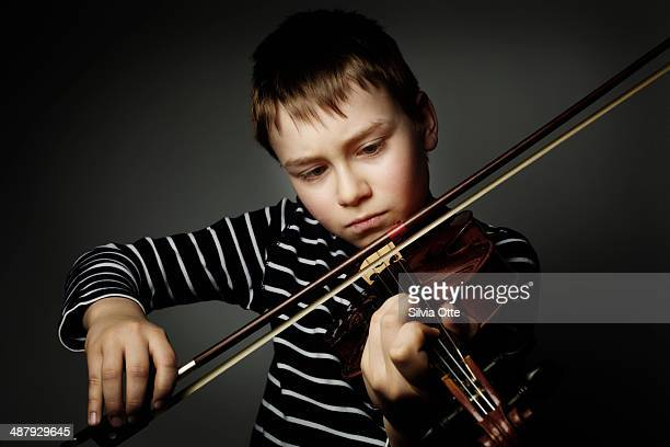 10 year old playing the violine