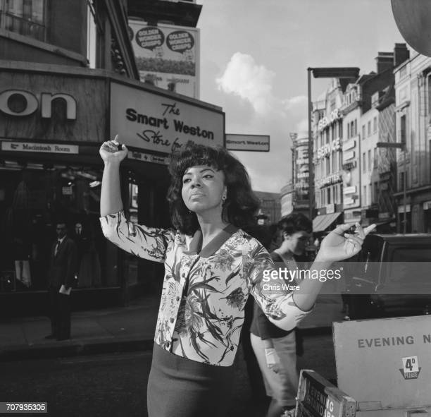 21 yearold American pop singer Mary Wells in London before a a fiveweek UK tour with the Beatles 8th October 1964 The tour made Wells the first...