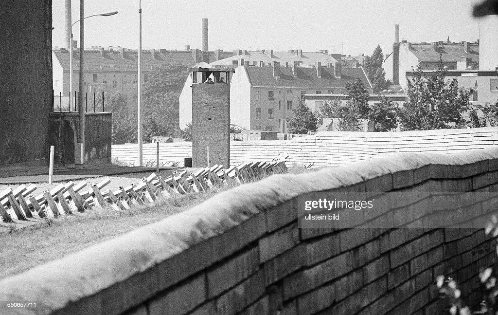 10 years Berlin wall : News Photo