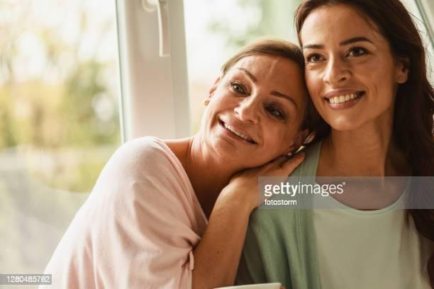 años de amor y verdadera comprensión - 50-59 years and women only fotografías e imágenes de stock