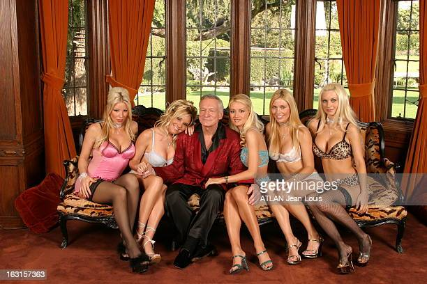 50 Years Of 'Playboy' Hugh HEFNER et ses '5 Fiançées' au Playboy Mansion fêtent au champagne le cinquantenaire du magazine PLAYBOY de gauche à droite...