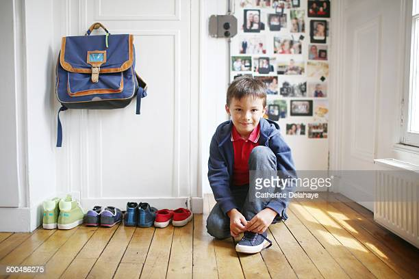 a 7 years old boy is ready to go to school - 6 7 years stock pictures, royalty-free photos & images
