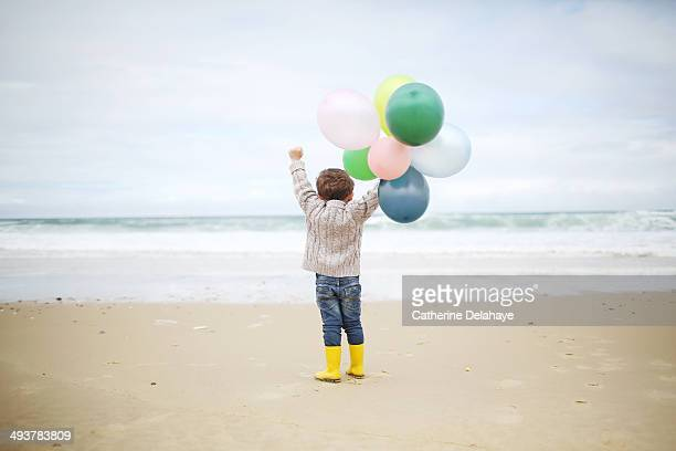 a 3 years old boy playing on the beach - 2 3 years stock pictures, royalty-free photos & images
