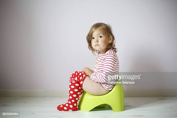 a 2 years old girl on her pot - 2 3 years stock pictures, royalty-free photos & images