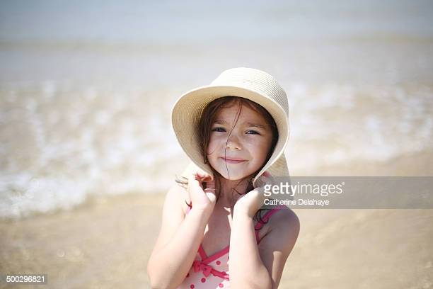a 5 years old girl on the beach - 4 5 years photos stock pictures, royalty-free photos & images