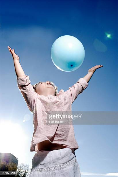 3 years old girl throwing a balloon