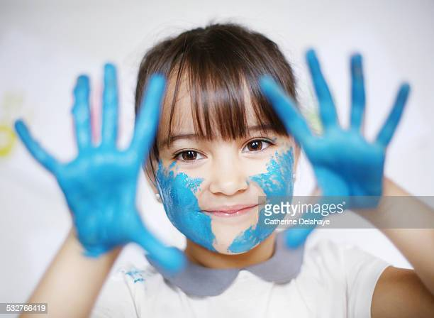 a 4 years old girl with paint on her hands - 2 3 years stock pictures, royalty-free photos & images