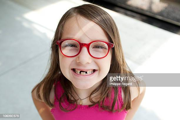 7 years old girl without front teeth, portrait - 6 7 years stock pictures, royalty-free photos & images