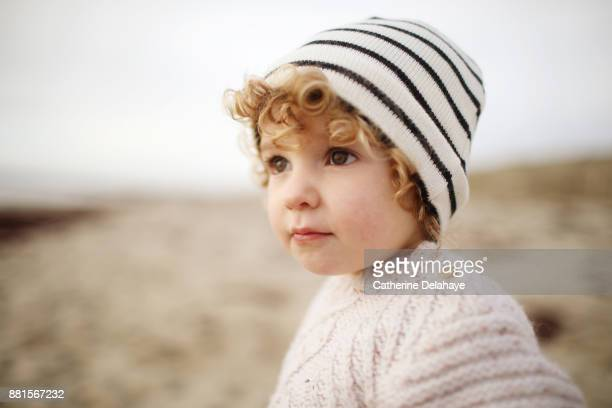 a 2 years old little girl on the beach - 2 3 years stock pictures, royalty-free photos & images