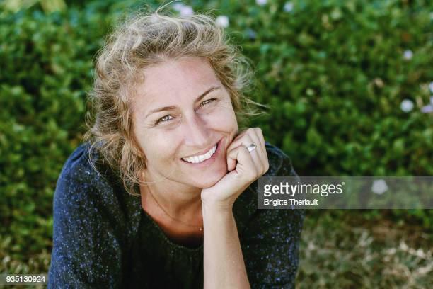 43 years old natural women look, happiness facial expressions - pureza imagens e fotografias de stock
