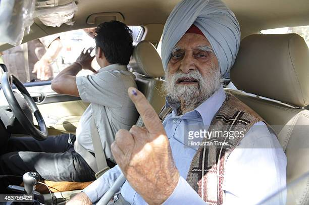 Years old Thakar Singh, father of BJP candidate from Chandigarh Kirron Kher, showing his inked finger after casting his vote at Government Model...