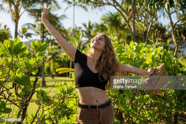 44 years old women having fun in beautiful hawaii - category:census-designated_places_in_honolulu_county,_hawaii stock pictures, royalty-free photos & images