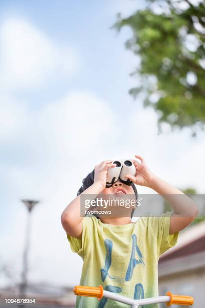 5 years old young boy and binoculars. - 4 5 years stock pictures, royalty-free photos & images