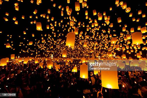 yee peng chiang mai, lantern launch - chinese lantern festival stock pictures, royalty-free photos & images