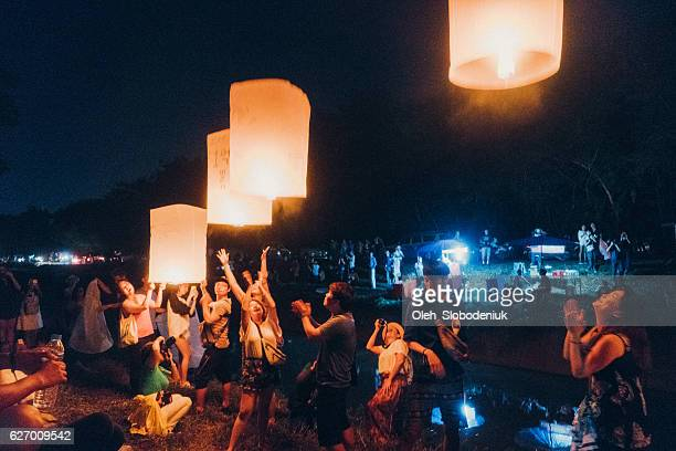 yee peng festival in chiang mai - yi peng stock pictures, royalty-free photos & images