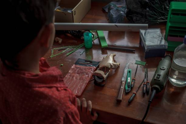 3d prosthesis project for disabled people in colombia photos and yeisson villanueva looks his newly designed 3d printed hand at foundation of materialization 3d in bogota solutioingenieria Image collections