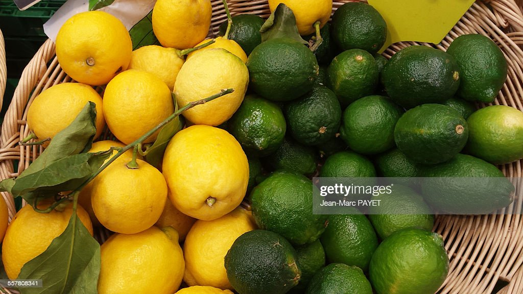 Yellow and green french lemons : Photo