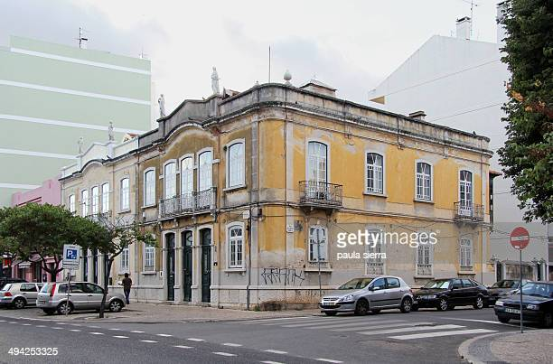 CONTENT] A yellow building in any street of Setúbal The building is in te crossing of two streets Avenida Combatentes da Grande Guerra and Rua Doutor...