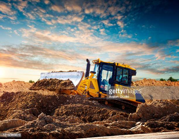 建設現場の黄色いブルドーザー - ブルドーザー ストックフォトと画像