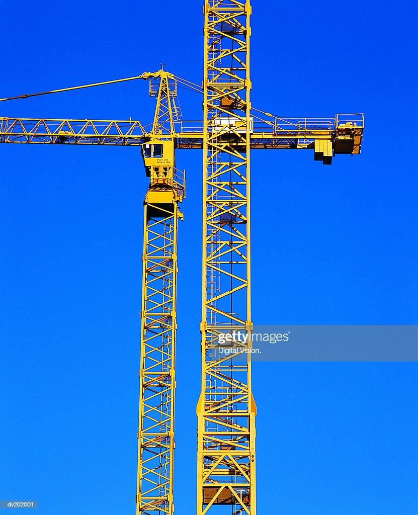 Yellow crane shaft against sky : Stock Photo