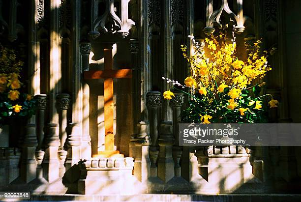 yellow daffodils and a wooden crucifix at easter. - easter cross stock pictures, royalty-free photos & images