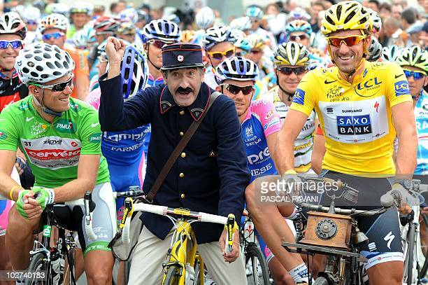 Yellow jersey of Overall Leader Switzerland's Fabian Cancellara and with Green jersey of Best Sprinter Norway's Thor Hushovd look at a postman...