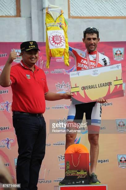 Yellow jersey winner Ghader Mizbani Iranagh of Tabriz Syahrdary Team Iran celebrates on the podium in the stage 3 of the Tour de Singkarak 2017 Muaro...