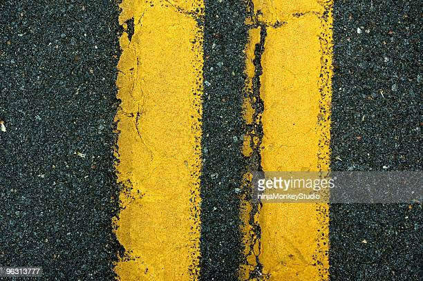 yellow lane divider - dividing line road marking stock pictures, royalty-free photos & images