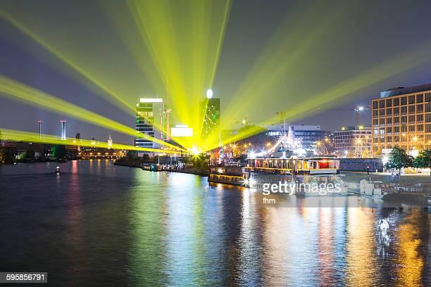 yellow light beams in berlin at spree river - フリードリッヒハイン ストックフォトと画像