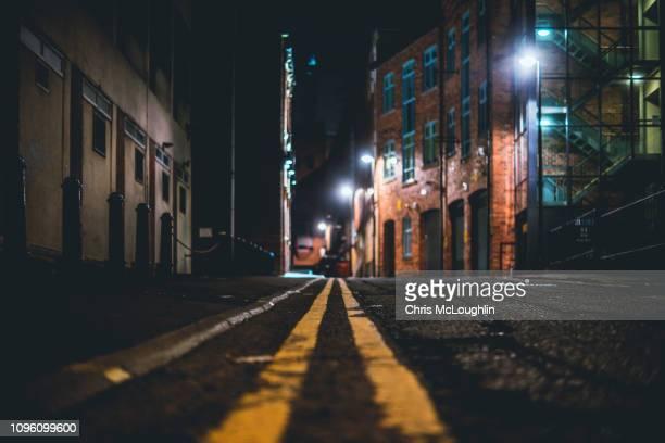 yellow no parking lines - leeds city centre fotografías e imágenes de stock