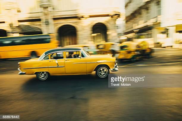 Gelbe Oldtimer in Havanna, Kuba