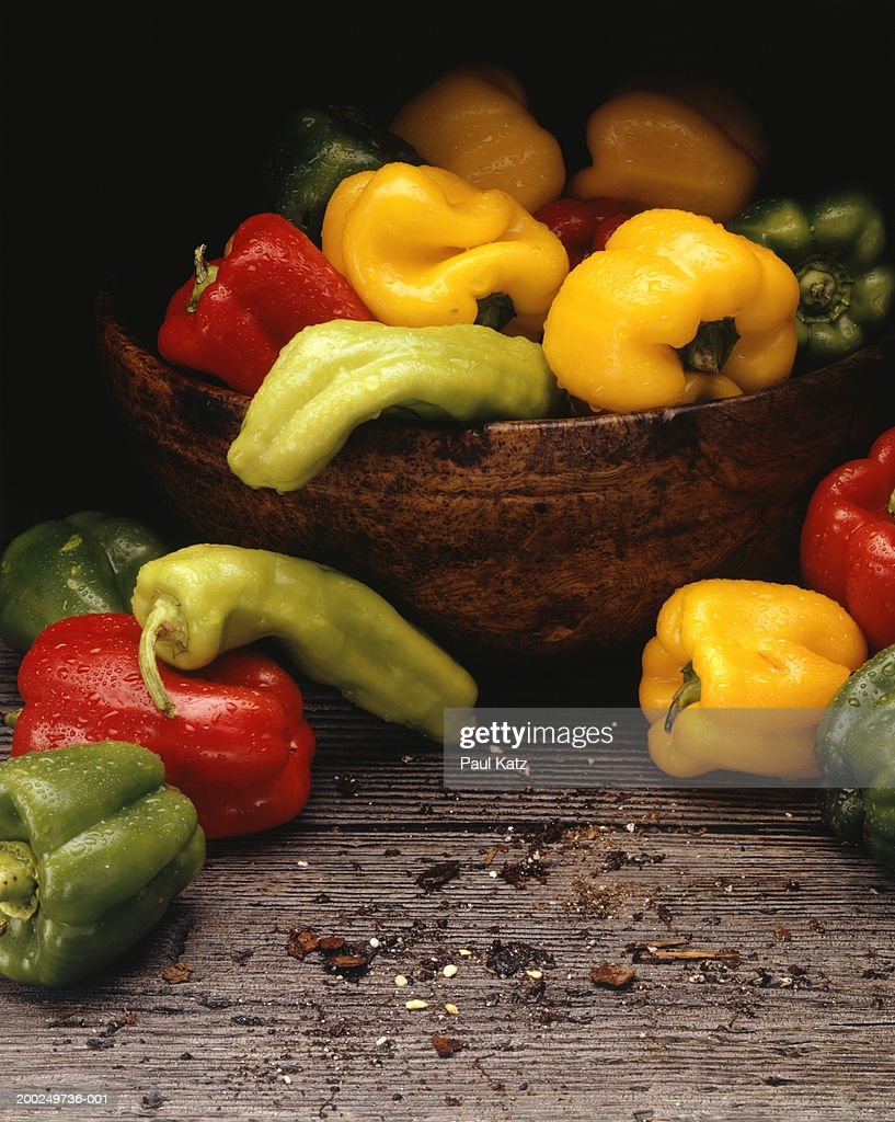 Yellow, red and green peppers in bowl, (Close-up) : ストックフォト