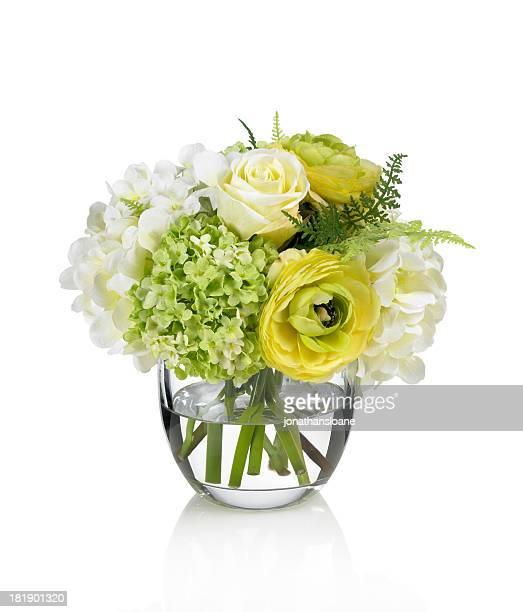 Yellow rose, Ranunkel und Hortensie Strauß auf weißem Hintergrund.