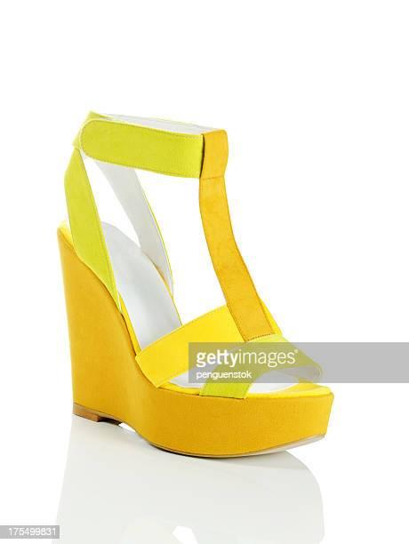 sapato amarelo - sapato salto alto com plataforma - fotografias e filmes do acervo