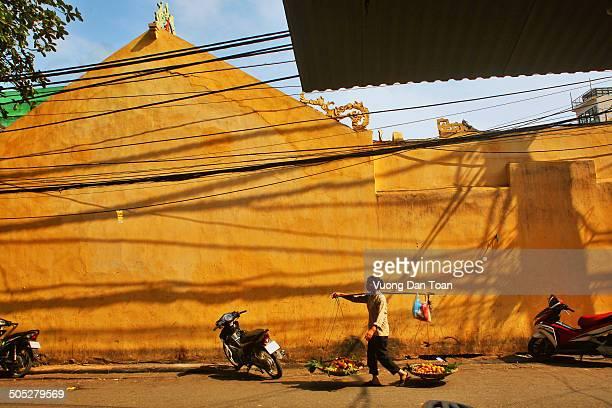 CONTENT] yellow street in Hanoi Old quarter