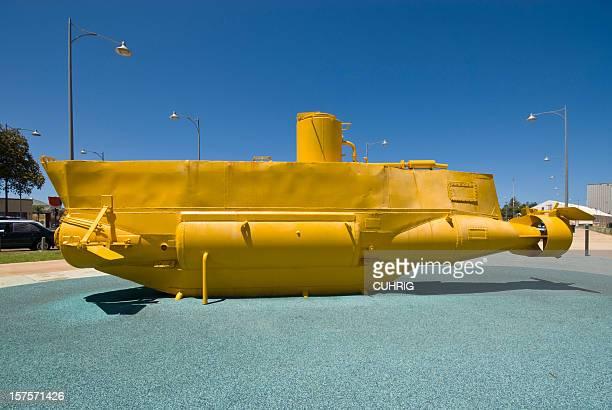 submarino amarelo - yellow submarine imagens e fotografias de stock