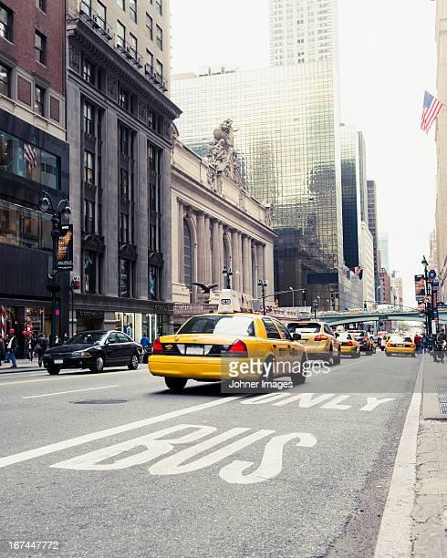 yellow taxi on street - taxi foto e immagini stock