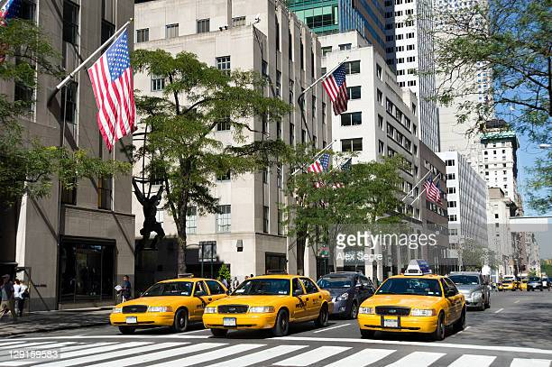 yellow taxis on fifth avenue - 五番街 ストックフォトと画像